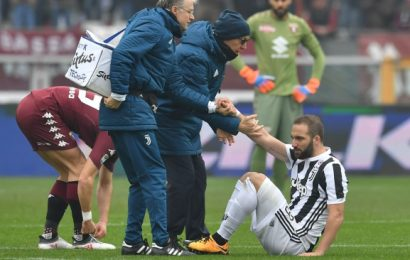 Higuain suffers muscular injury